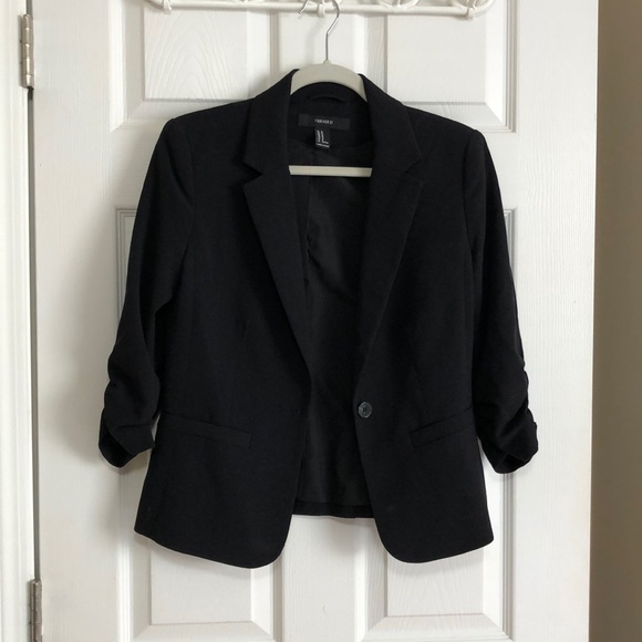 Forever 21 Jackets & Blazers - Forever 21 black cropped blazer
